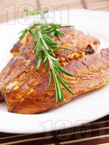 Маринована сьомга на тиган с розмарин - снимка на рецептата